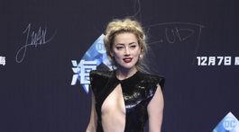 Herečka Amber Heard predstavila novinku Aquaman na svetovej premiére v Pekingu.