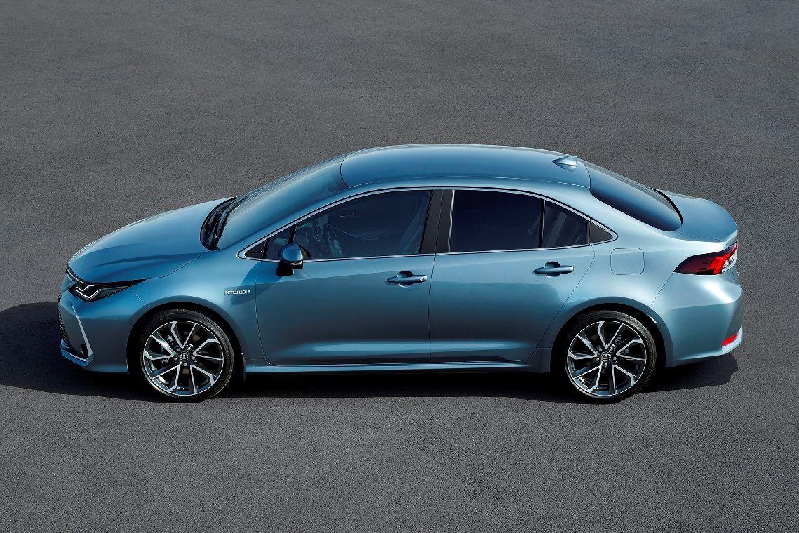 Toyota Corolla Rodina Je Kompletna Pribudol Elegantny Sedan