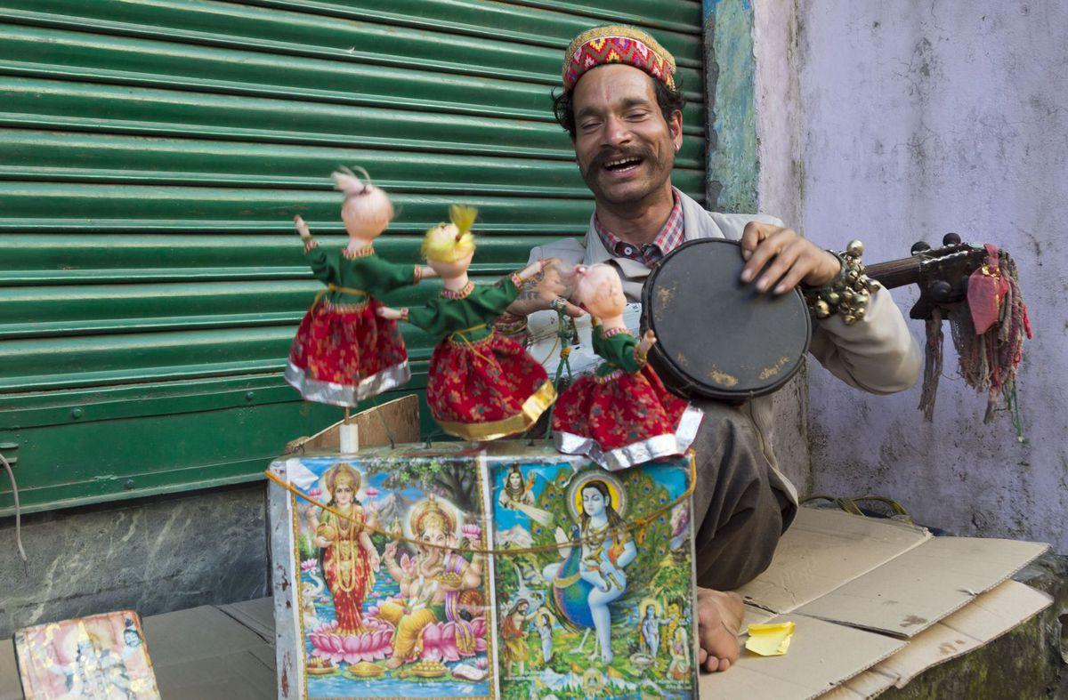 India, pouličný umelec, muzikant, bábkové divadlo