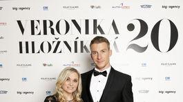 Dizajnérka Veronika Hložníková s moderátorom večera Jurajom Bačom.