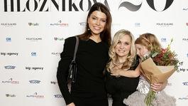 Riaditeľka Miss Slovensko Karolína Chomisteková (vľavo) a dizajnérka Veronika Hložníková.