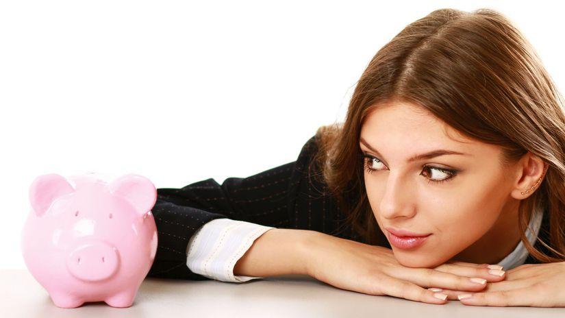 žena, peniaze, sporenie, prasiatko