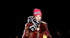 Modelka na prehliadke značky Versace Pre-Fall 2019 v New Yorku.