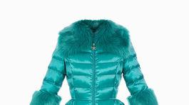 Prešívaný dámsky kabát s lemom z umelej kožušiny. Predáva Elisabetta Franchi za 515 eur.