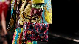 Záber z prehliadky značky Versace v New Yorku.