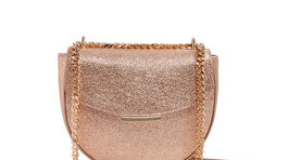 Dámska kabelka s metalickou úpravou Aldo, predáva sa za 49 eur.