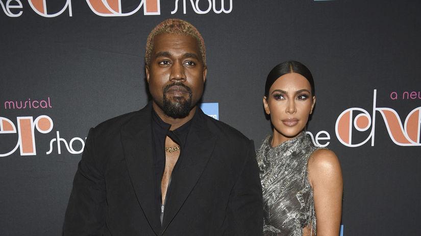 Manželský pár Kanye West a Kim Kardashian pred...