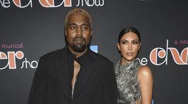 Manželský pár Kanye West a Kim Kardashian pred premiérou muzikálu The Cher Show.