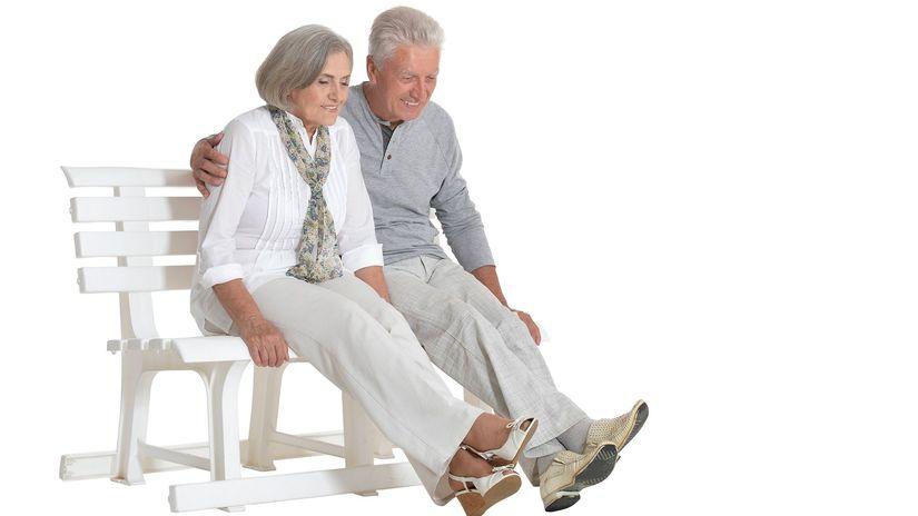 dôchodci, seniori, manželia