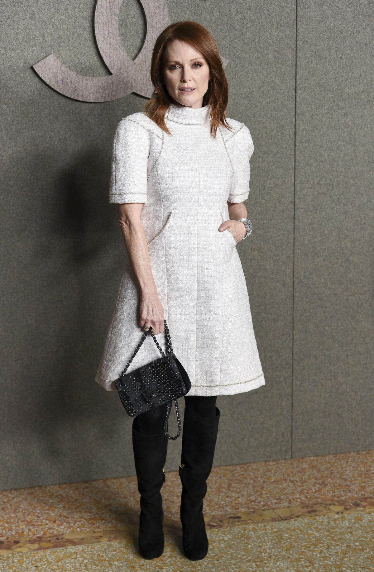 Herečka Julianne Moore na prehliadke Chanel...