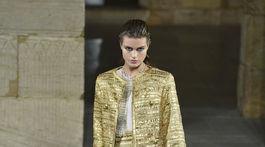 Modelka na prehliadke značky Chanel Metiers d'Art 2018/19 v New Yorku.