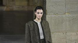 Modelka Vittoria Ceretti na prehliadke Chanel v New Yorku.