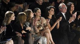 Prvý rad plný hviezd na prehliadke značky Chanel.