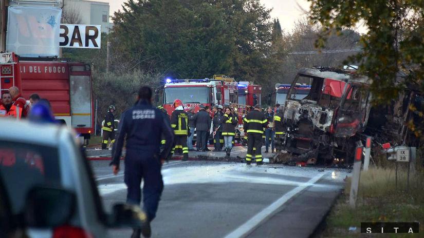 Taliansko, explózia, výbuch, cisterna, oheň, hasič