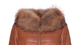 Dámska bunda s kožušinovým lemom na golieri, predáva Kara, info o cene v predaji.