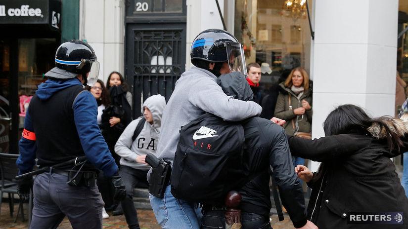 Francúzsko, protest, demonštrácia, zbraň,...