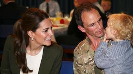 Vojvodkyňa Kate z Cambridge sa zabávala s deťmi vojenských príslušníkov.