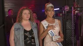 Danielle Macdonald (vľavo) a Jennifer Aniston