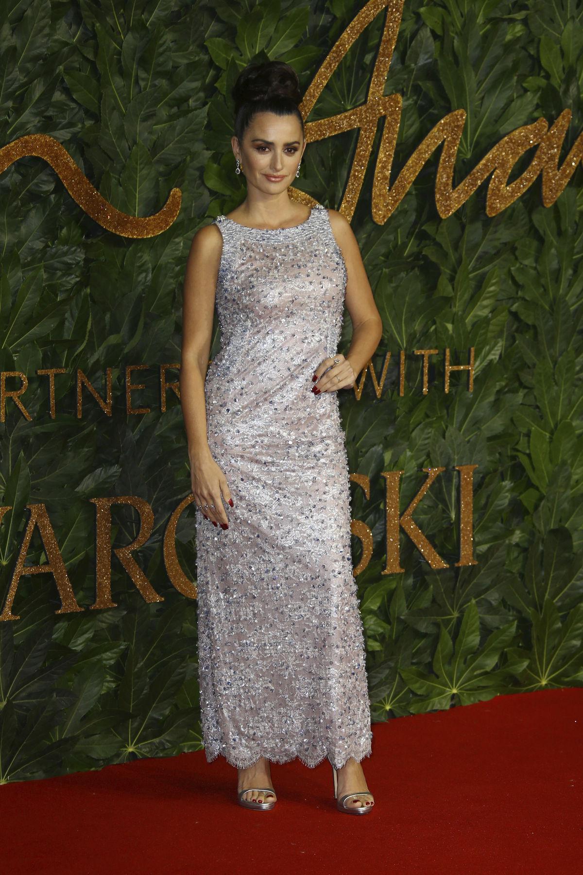 Herečka Penelope Cruz v kreácii Chanel Haute...