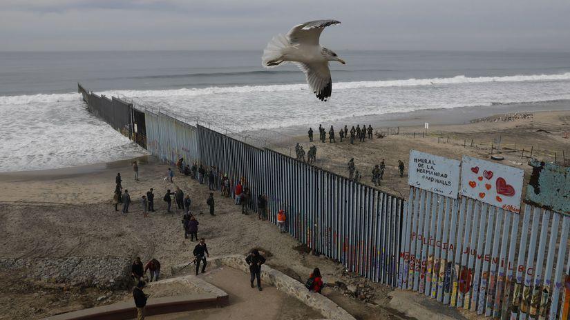 hranica, múr, usa, mexiko, migranti