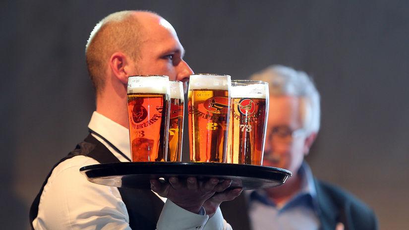 pivo, zlaty bazant 73, čašník, bar