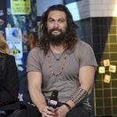 Herec Jason Momoa počas návštevy štúdií AOL Studios.