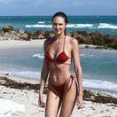 Juhoafrická rodáčka a topmodelka Candice Swanepoel na pláži v Miami.
