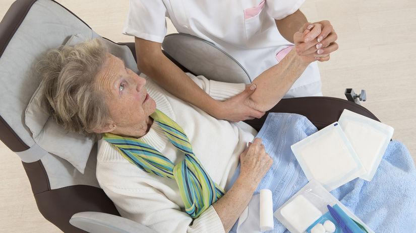 seniorka, dôchodkyňa, nemocnica, choroba