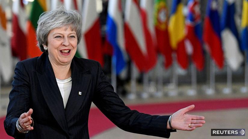 theresa mayová, brexit, vlajky, eu, britania