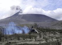 Indonézia, Sulawesi, sopka Soputan, dym