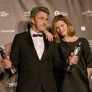 Pawel Pawlikowski s manželkou a cenami za réžiu a scenár k filmu Studená vojna.