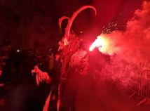 Čertov v Piešťanoch vítalo takmer raz toľko ľudí ako vlani