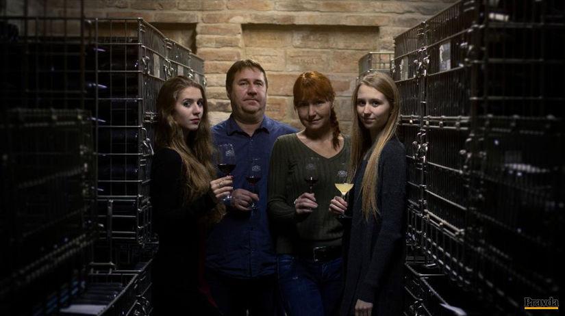 Vinár Igor Blaho s manželkou a dcérami Marcelou (vľavo) a Kristínou.