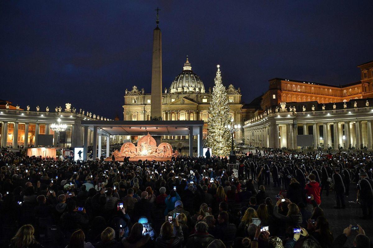 Vatikán, betlehem, Vianoce, stromček, ozdoby, svetielka, sviatky,