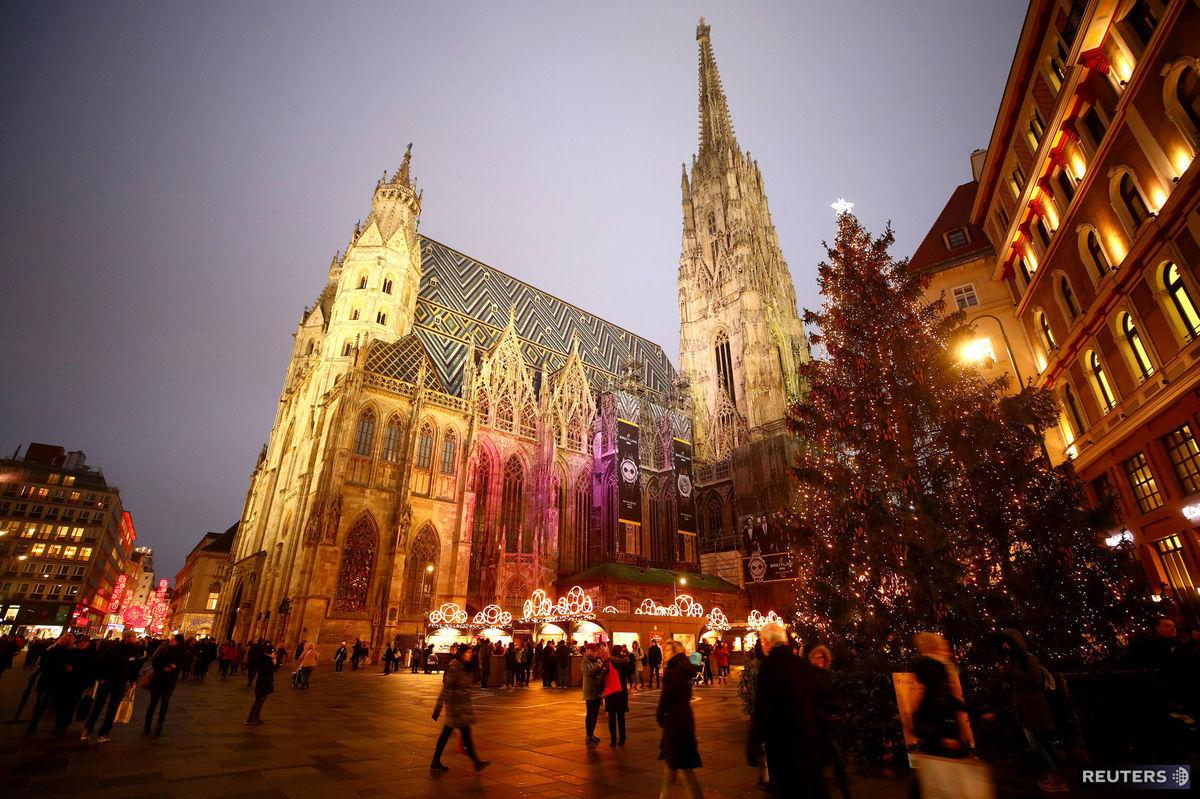 Viedeň, Vianoce, stromček, ozdoby, svetielka, sviatky,