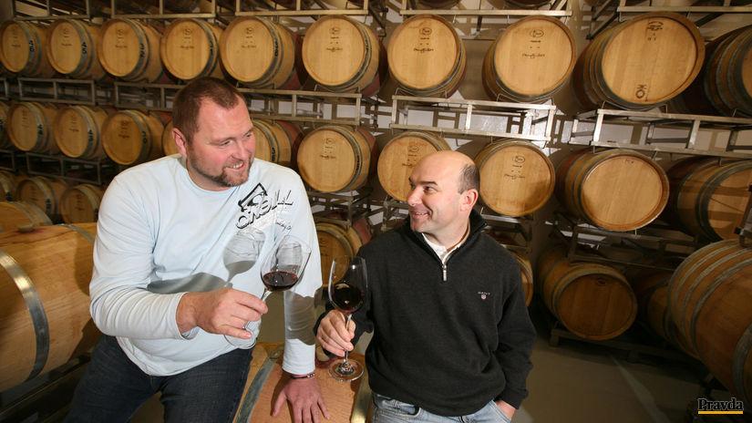 Peter Stanko (zľava) a Vladimír Mrva - protagonisti slovenskej vinárskej moderny.