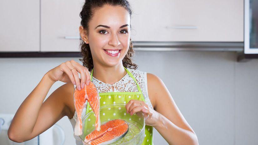 zdravá strava, varenie, žena, kuchyňa