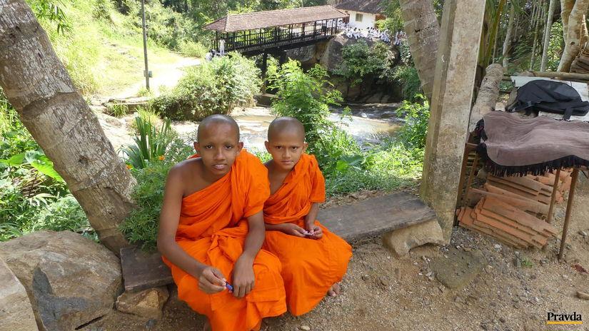mnisi, drevený most, Bogoda, Srí Lanka