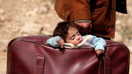 dieťa, Beit Sawa, Ghúta, Sýria, kufor, spánok