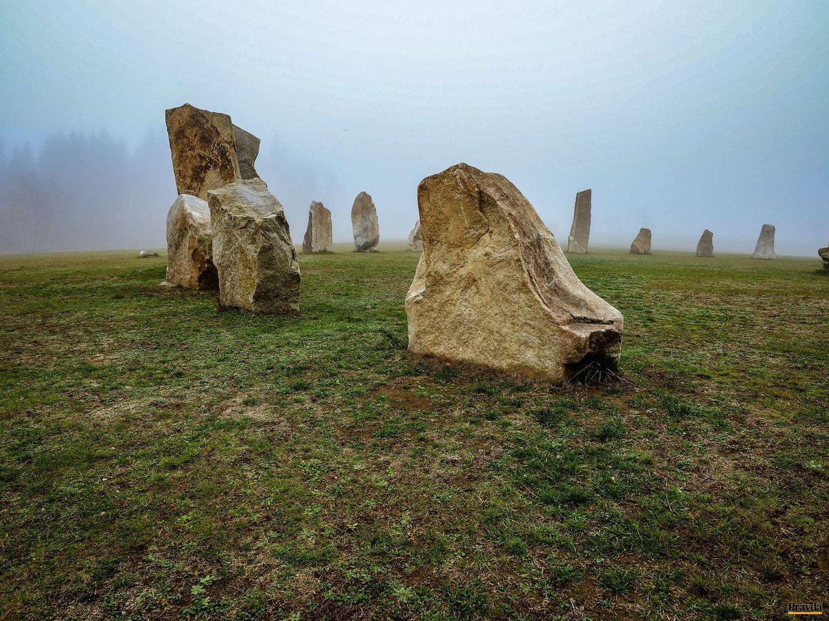 kamene, skaly, menhiry, druidi