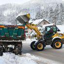 Sneh a vietor odrezal dediny od prúdu, medzi Žilinou a Čadcou sú kolóny