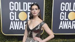 Herečka Anne Hathaway stavila na značku Elie Saab.