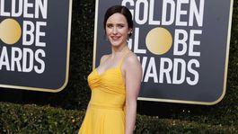 Herečka Rachel Brosnahan prišla na akciu v šatách Prada.