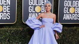 Nominovaná speváčka a herečka Lady Gaga stavila na značku Valentino.