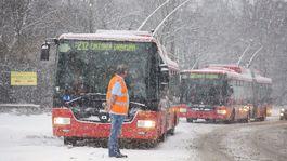 SR Bratislava počasie sneh doprava autobus trolejbus vodič mhd