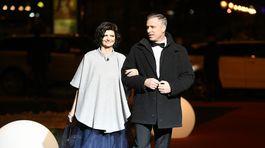 Hostia prichádzajú na 19. ročník Plesu v opere.