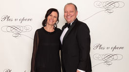 Generálny riaditeľ televízie Markíza Matthias Settele a jeho snúbenica Gerda Sachetti.