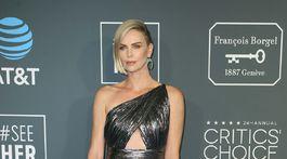 Herečka Charlize Theron prišla na akciu v kreácii Givenchy.