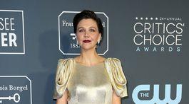 Herečka Maggie Gyllenhaal sa na galavečere objavila v šatách Prada.