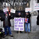 Brexit: Britská tlač hovorí o ponížení Mayovej, európska o návrate do bodu nula